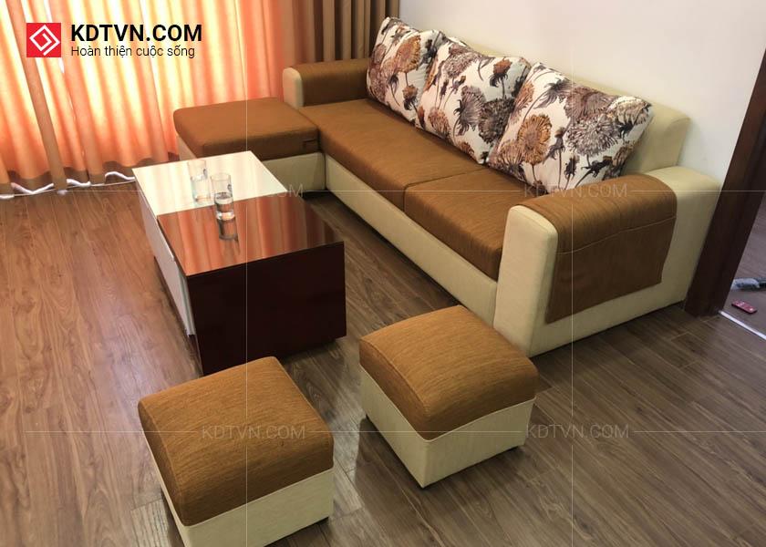 Sofa nỉ và bàn trà gỗ hiện đại