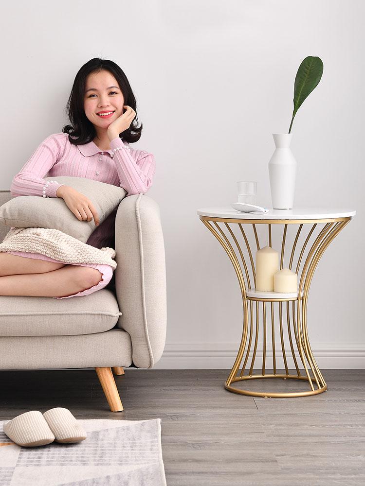 Kệ trang trí táp sofa để lọ hoa trang trí và vật dụng cần thiết