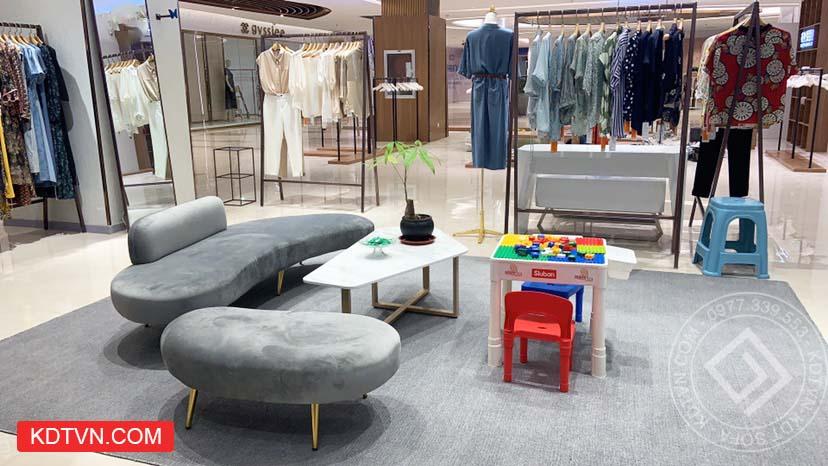 Bàn sofa cho cửa hàng quần áo
